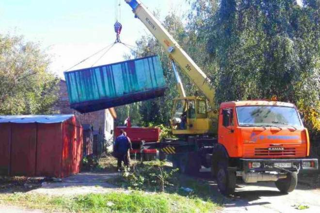 В Івано-Франківську продовжують демонтовувати самовільно встановлені гаражі